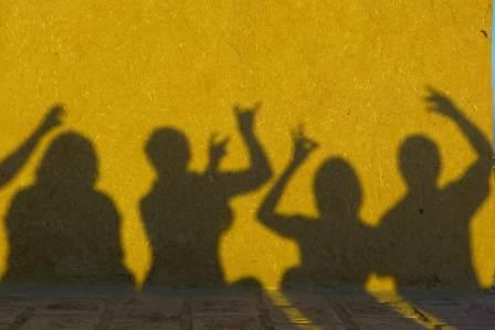 陰で悪口を言っているのにその人と仲良くする人の4つの心理・理由
