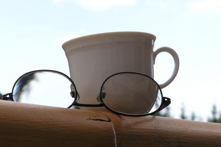 視力が低下したかも!?目が悪くなった時にありがちな特徴・症状4選