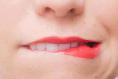 口の臭いが原因で嫌われる!口臭がくさいことによる損やデメリット4選