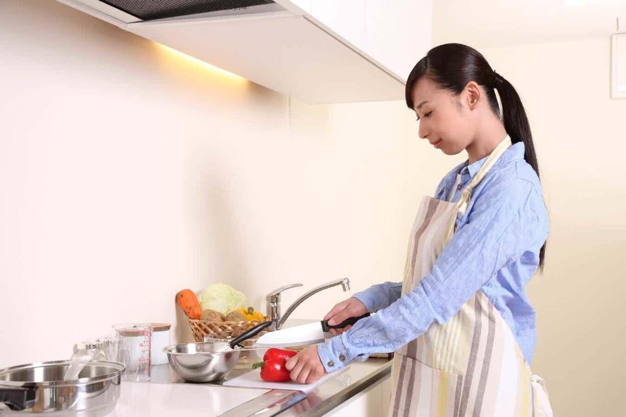ジャガイモの皮や卵の殻などを簡単に!料理で役立つ超便利な裏技7選