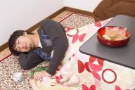 実は怖くて恐ろしい!こたつで寝ることによるデメリットや危険性6選