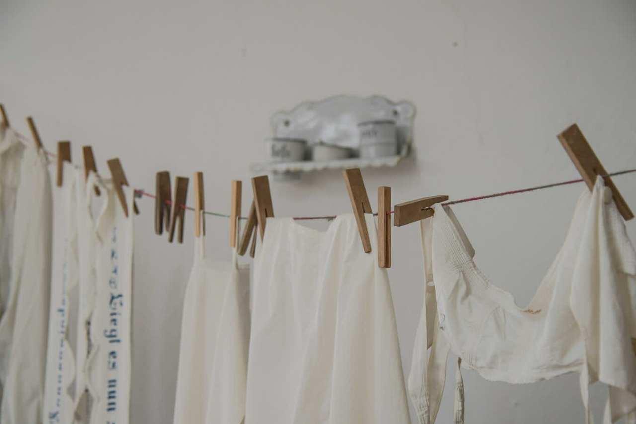 部屋干しや梅雨の湿気に注意!衣服のカビを防止するための対策方法5選