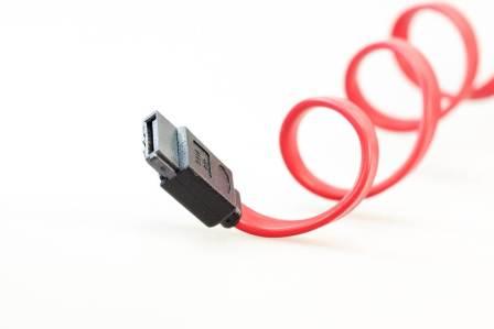雑な取り扱いに注意!スマホの充電ケーブルの断線の原因となる使い方3選