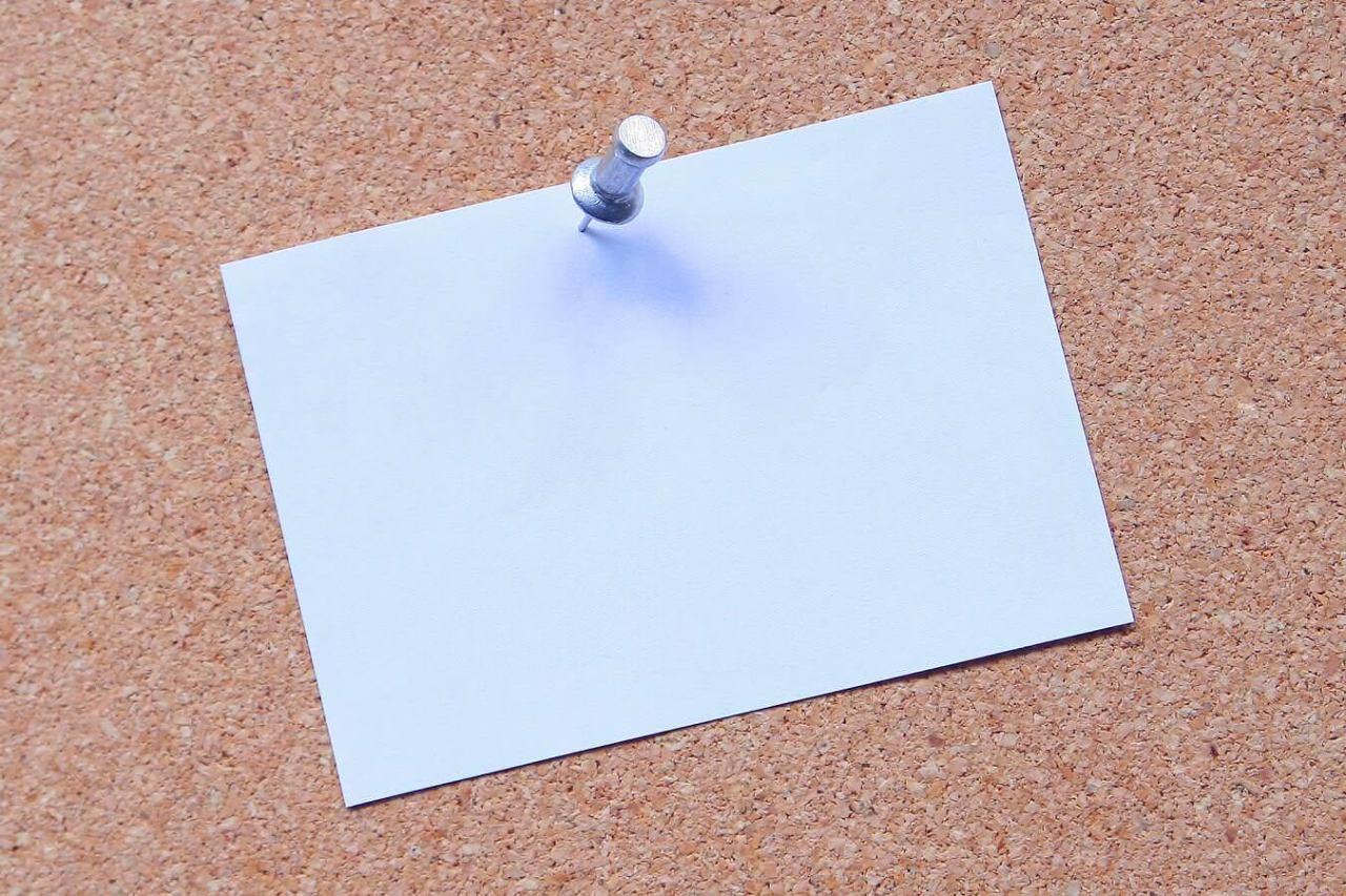 穴を開けない!画鋲でポスターに傷を付けないで貼り付ける方法