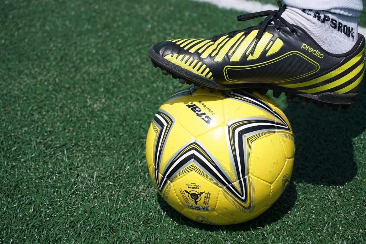 サッカーの浮き球の処理!トラップやコントロールのコツ・練習方法4選