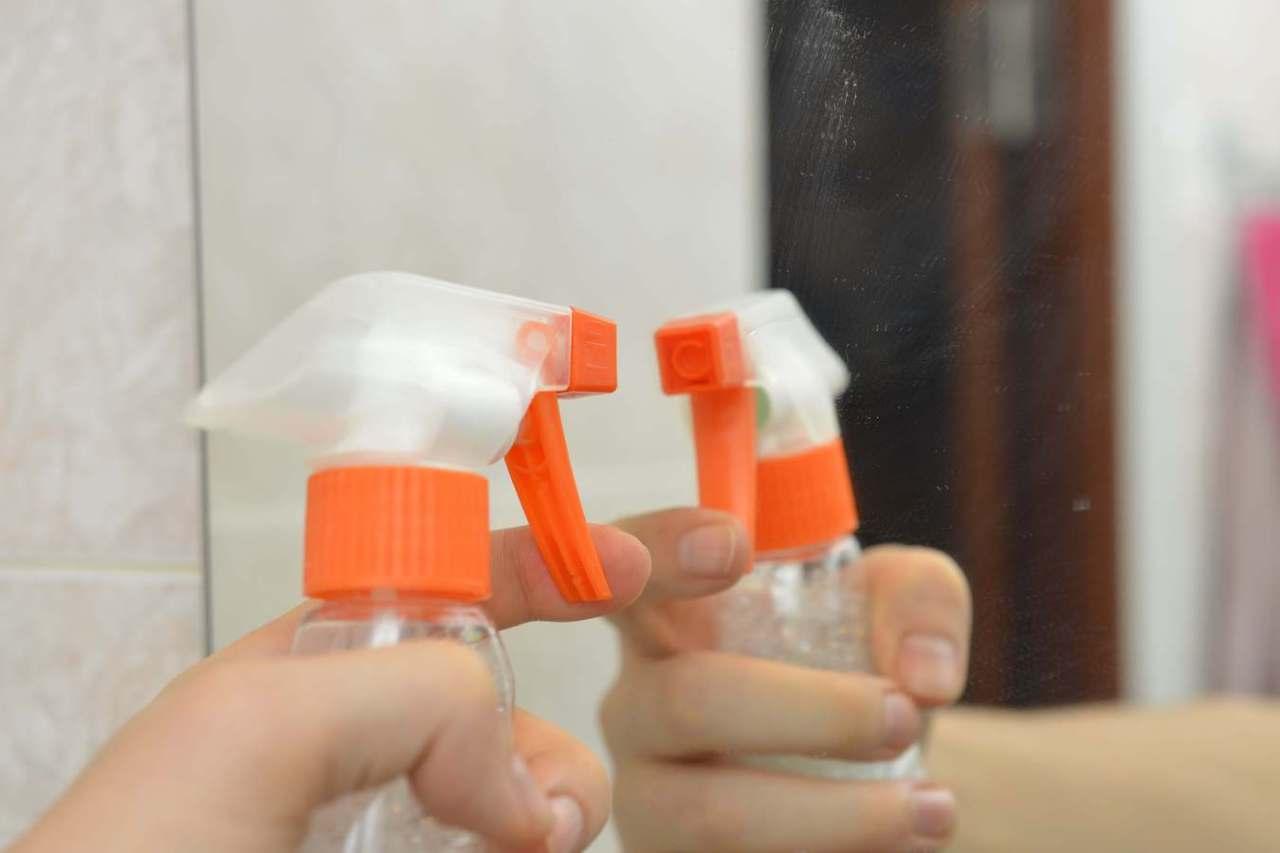 ばっちり予防!お風呂や洗面所の鏡の水垢・汚れを防止する対策方法3選