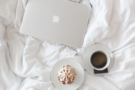 在職中の転職活動は土日などの休みに集中して取り組み、効率的に進めることがコツ