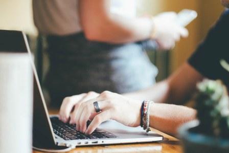 在職中の転職活動では電話・メールでの企業との連絡はどうすればいい?折り返しを前提に考えよう