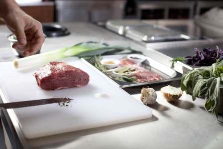 まな板や包丁を殺菌・消毒!生魚や生肉を調理する際の食中毒の防止対策5選