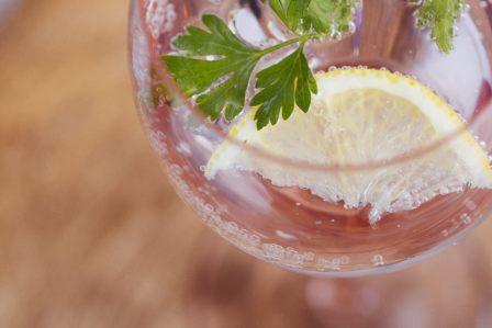 美味しいシュワシュワを!自宅で簡単に炭酸水を作る方法3選