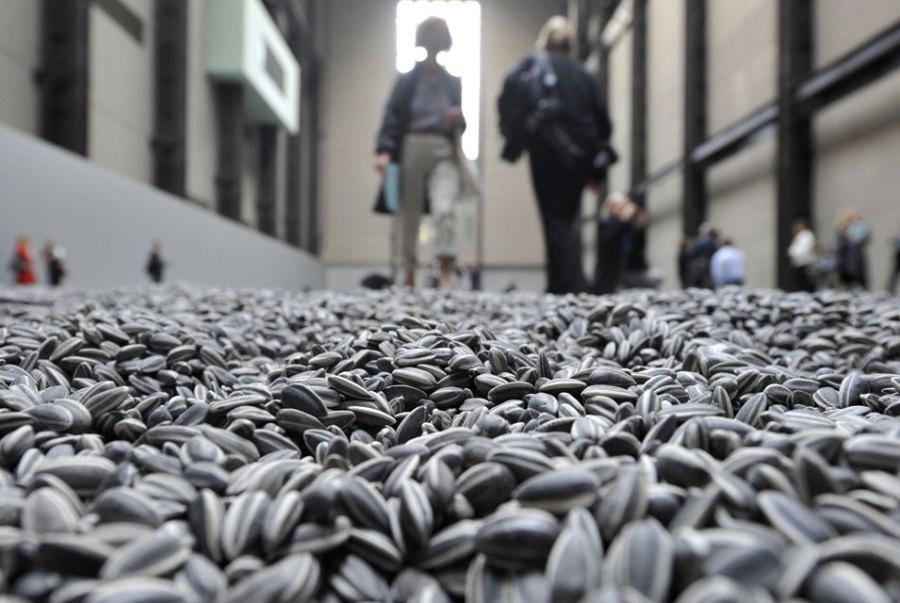 Ай ВэйВэй. Семена подсолнечника. Инсталляция в Тейт Модерн в Лондоне, 2010 г. Pagetravel.ru.