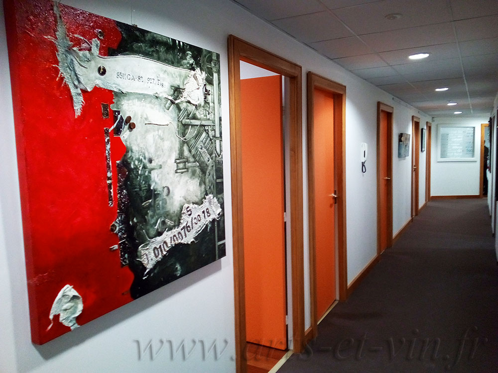 couloir Entreprise avec tableaux