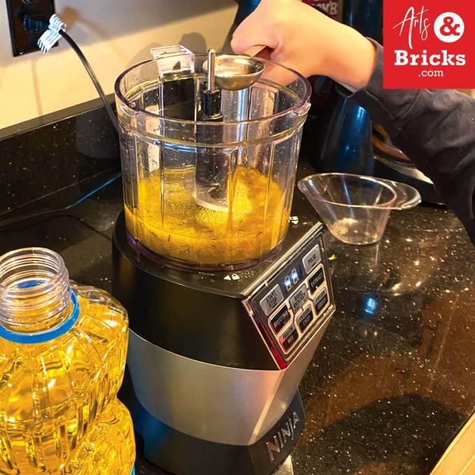 Learn how to make dandelion playdough using vegetable oil with your children. #playdoughrecipe #playdough #dandelion #flower #flowercrafts #forkids #flowerplaydough #nocook #nocreamoftartar #sensoryplay #homemade