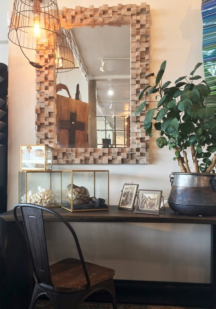 Home decor shopping artistic habitat redondo beach for Decoration habitat