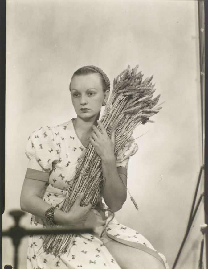 Ithell Colquhoun - 1932 by Man Ray Photograph - Centre Pompidou-Musee national d'art modern - Man Ray Trust