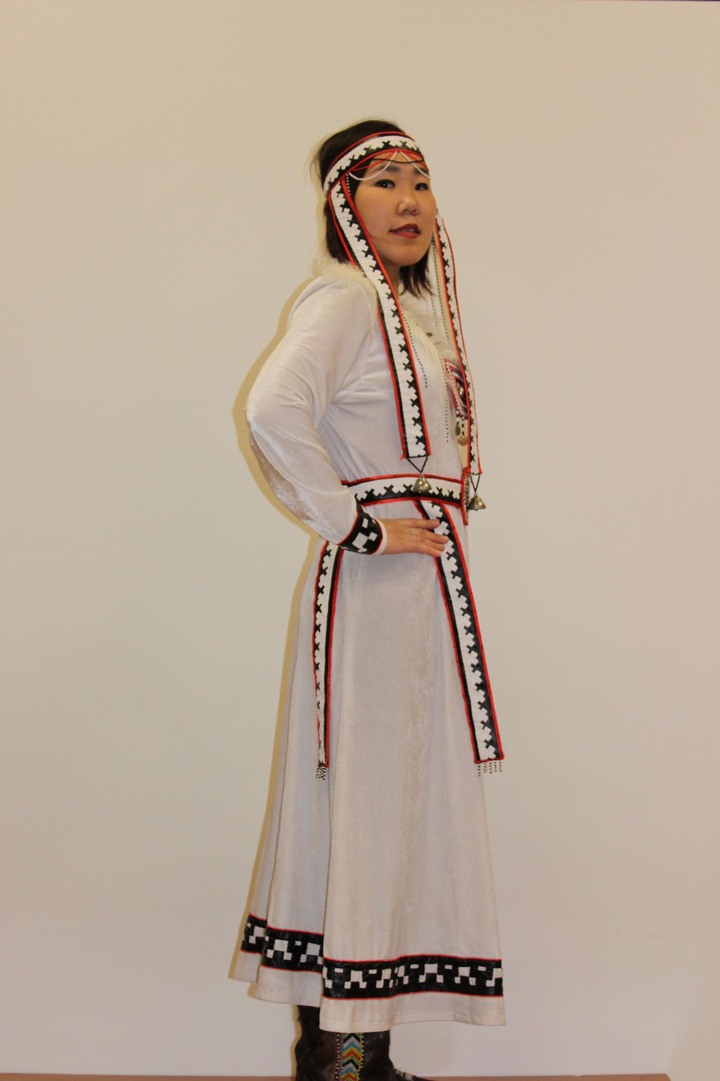 Нганасанская стил. Платье «Копта кичада - Девушка Луна» 2020год. Белый плюш, кожа, бисер.