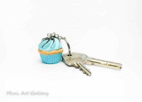 Bubblegum scented cupcake keychain / mini food cupcake charm / fimo polymer clay