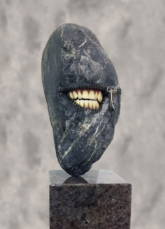 RANGE OF ARTS - HIROTOSHI ITO LAUGHING STONE I