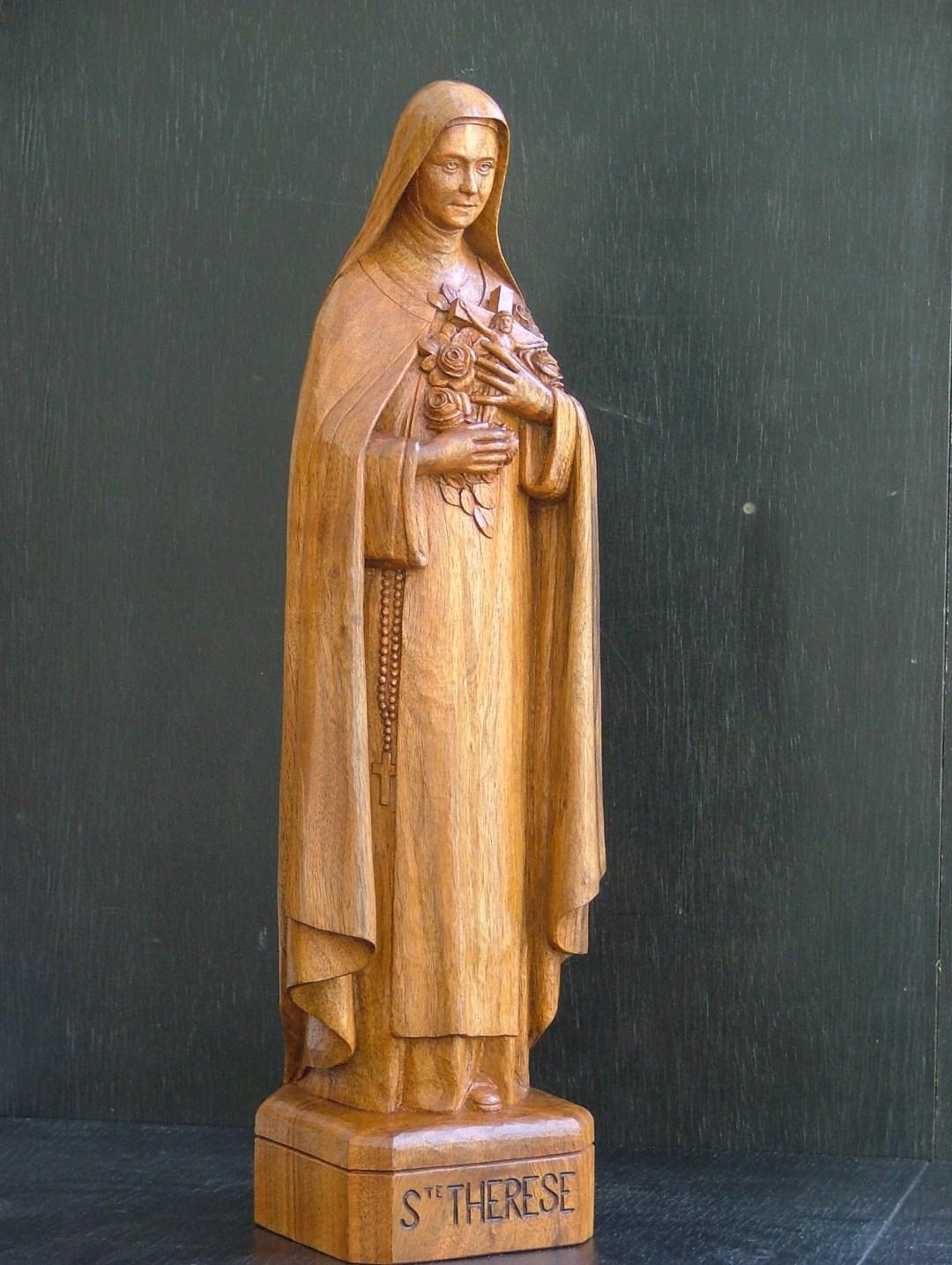 Galerie sculptures bois figuratives - Sté Thérèse debout