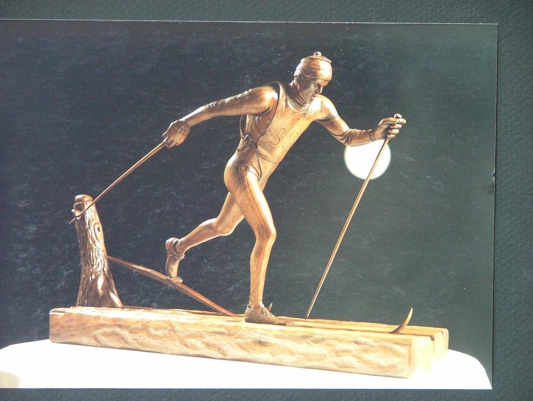 Galerie sculptures bois figuratives - Skieur de fond
