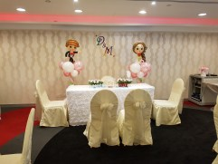 wedding balloon decorations bride and groom sculpture