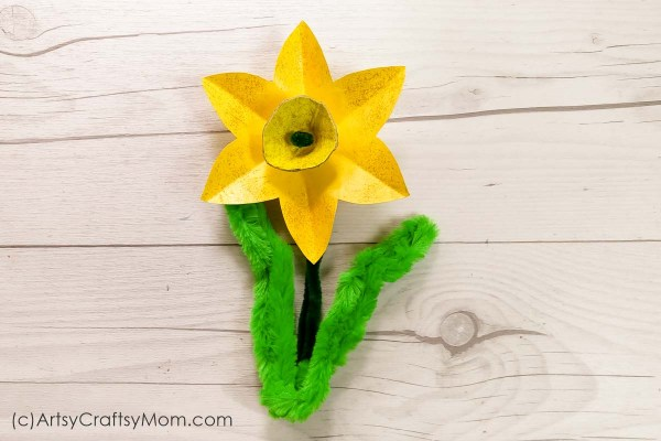 Egg Carton Daffodil craft for kids -Make the best out of waste while developing fine motor skills such as hand-eye coordination, dexterity and cutting skills.