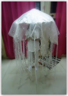 DIY jellyfish costume - Umbrella & lots of bubble wrap