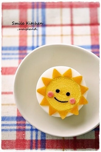 The smiley face will make your lunch box shine bright