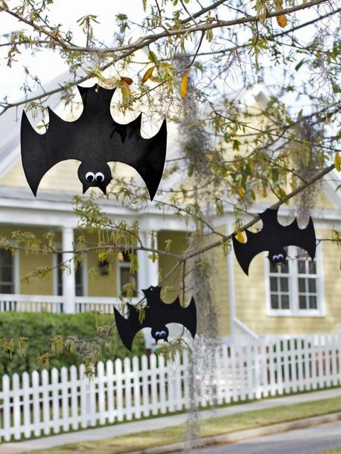Upside down foam crafts - 10 Easy Halloween Bat Crafts for Kids - Bats Art Projects, Toilets Paper Roll Bats, Foam Bats. Hang around the house as October is Bat Appreciation Month
