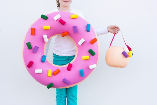 DIY-Donut-Costume-and-Donut-Hole-Treat-Bucket- Try these 21+ Last minute Halloween costume ideas that are both creative and easy and you can pull off in less than one hour. Minions, bandits, dolls and more
