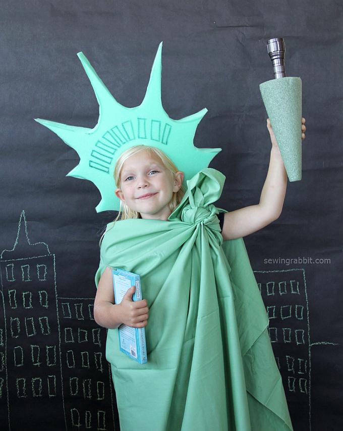 DIY statue of liberty Halloween costume for kids - Try these 21+ Last minute Halloween costume ideas that are both creative and easy and you can pull off in less than one hour. Minions, bandits, dolls and more