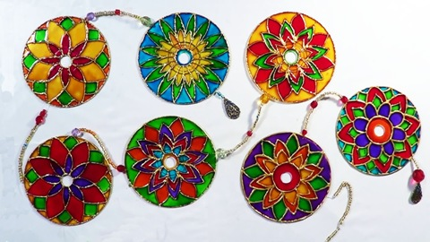 15 Awesomely Clever Crafts Made With Recycled Cds