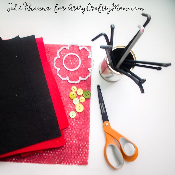 Red Poppy Flower Craft using felt & button-1a