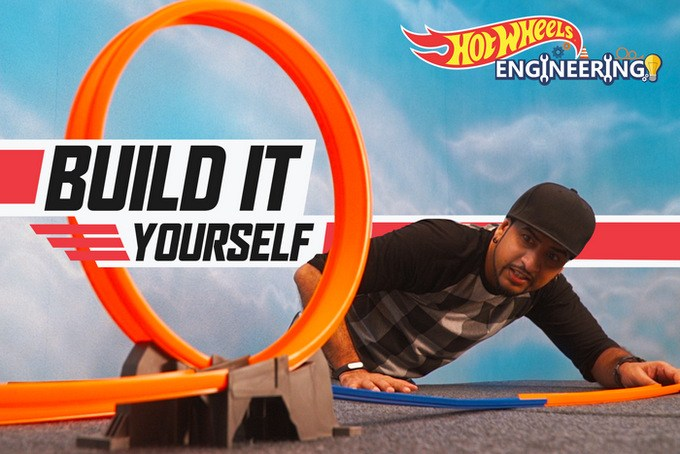 Ditch the screens & bring creativity back as we watch Rob #BuildWithHotWheels and other household stuff to make a super-awesome track with the Domino effect!