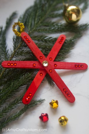 No two snowflakes are alike, and our DIY Popsicle Stick Snowflake Ornament is also one of its kind! Make them in different colors to brighten up your tree!