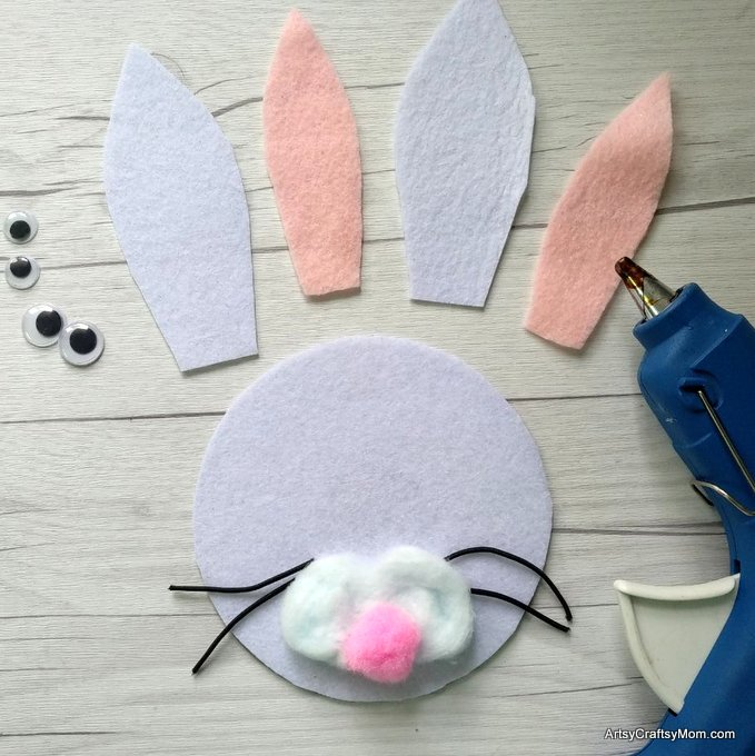 Make this adorable R for Rabbit Craft using our Printable Template that's perfect for learning about domestic animals, Easter, letter R, herbivores or animal habitats.