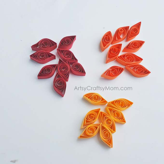 DIY Paper Quilled Turkey Craft for Kids is one of the cutest Thanksgiving craft projects I've seen in a long time. Perfect as an Autumn / Fall Card.