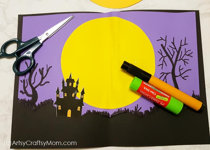 Give your friend this DIY Bat Pop Up Halloween Card and wait for some fun! As soon as the card opens, out pops the bat - and the screams!!