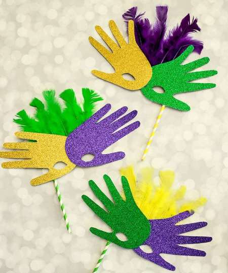 Celebrate the enthusiasm and grandeur of Mardi Gras with these colorful Mardi Gras Crafts for Kids! Easy to make and loads of fun!!