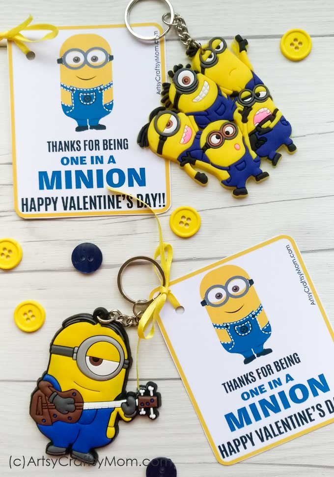 Grab the You are one in a Minion - Free Printable Gift Tags perfect for classroom treats for #ValentinesDay!  #minion #classroontreats #DespicableMe #ArtsyCraftsyMom