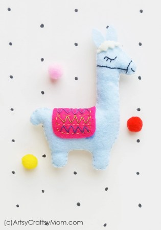 Love llamas? Then this Felt Llama Craft is perfect for you! Turn it into a keychain, bag charm, a plushie or anything at all - this is a no drama llama!
