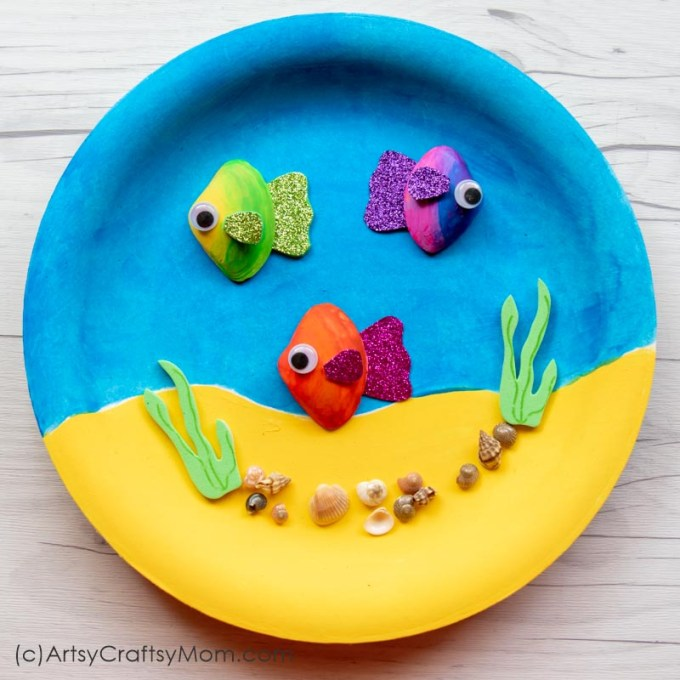 This Sea Shell Fish In an Aquarium Craft is gorgeous enough to hang on your wall! Gather big and small sea shells to put together this easy craft!