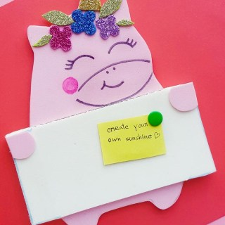 Never miss a memo again! Use this DIY Foam Unicorn Pin Board to store your messages, quotes, photos or anything at all and keep your workplace organized!