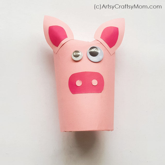 How cute is this Toilet Paper Roll Pig Craft? Super easy to make and perfect for little kids learning about farm animals, domestic animals or the letter P.