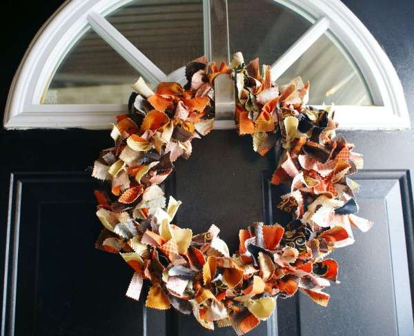 Deck up your front door this season with these gorgeous DIY Fall Wreaths! Choose the one you like the best and have fun crafting!