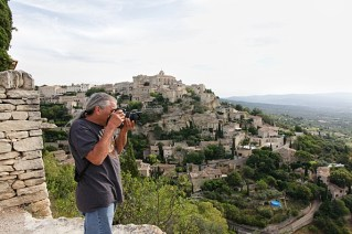 Capturing the hillside town of Gordes