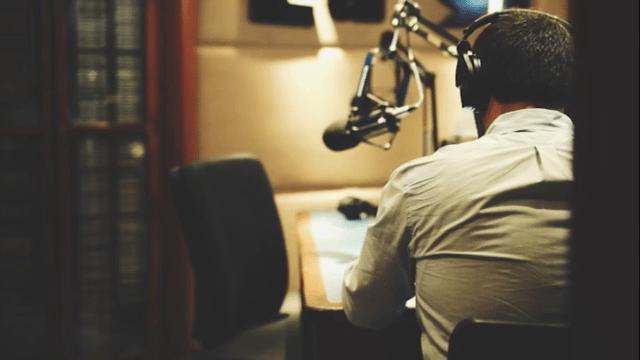 Arturo Lopez Valerio en la radio