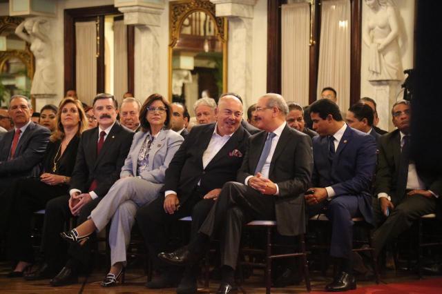 Dominican Valley. Vito Di Bari y Danilo Medina.