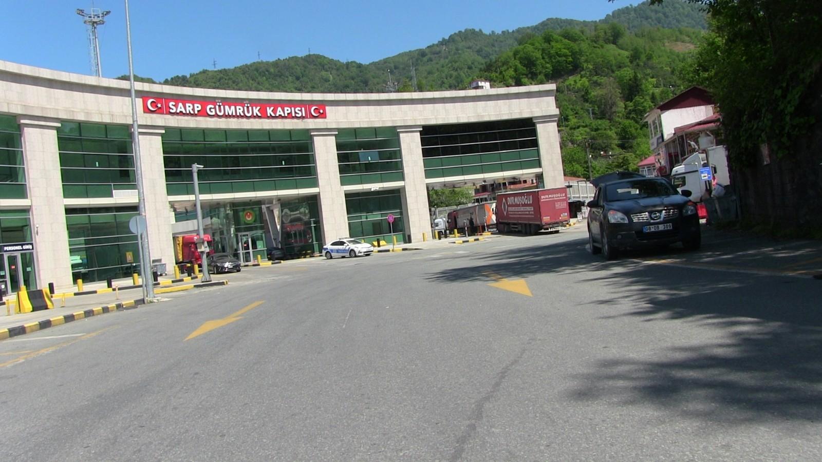 Tır sürücülerinin gözdesi Sarp Gümrük Kapısı'nda geçişler ikiye katlandı