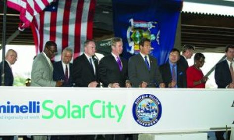 """Governor Cuomo celebrated the """"topping off"""" of the SolarCity GigaFactory in Buffalo, NY, August 4, 2015. Photo: Office of the Gov."""